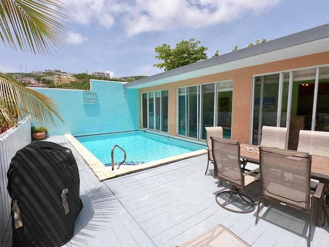 Beachside Escape with private pool, grill and wifi
