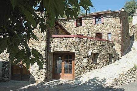 Bed & breakfast near the spring - Jujols - Pousada