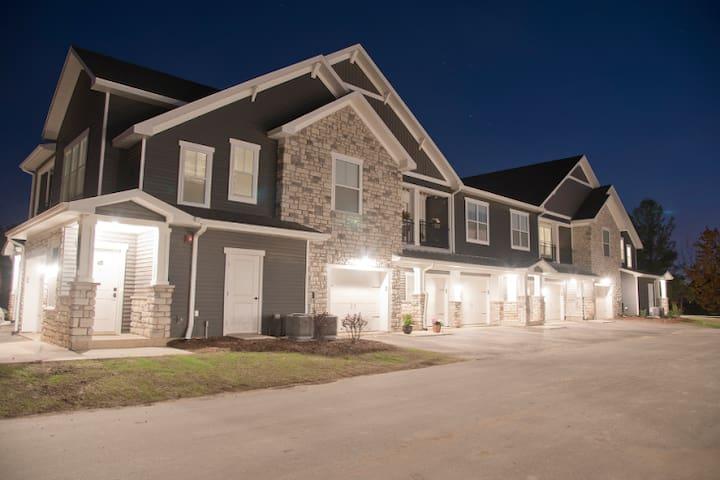 Luxury Apartment, Garage, Pool, Gym, Private