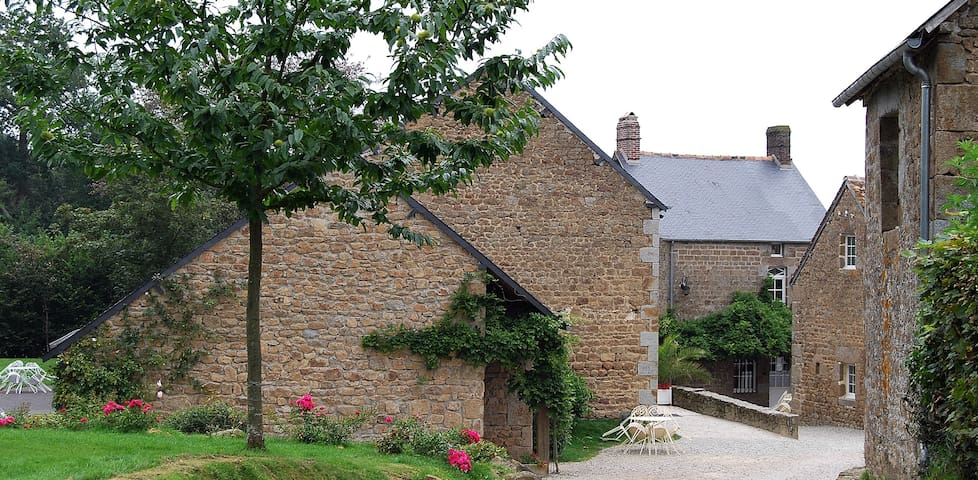 Wonderful house with swimming pool - Joué-du-Bois - Casa