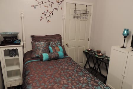 Cute, Cozy & Fully Furnished Room - Los Angeles