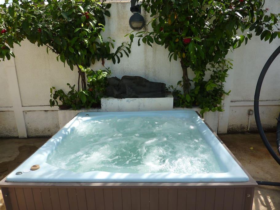 Uhuru spacieux studio avec piscine flic en flac for Campement a louer a maurice avec piscine