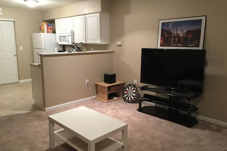 NEW!! Comfy and Private New Albany Townhome - New Albany