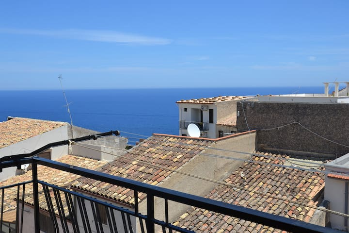 Nest for 2 with see view in the heart of Scopello