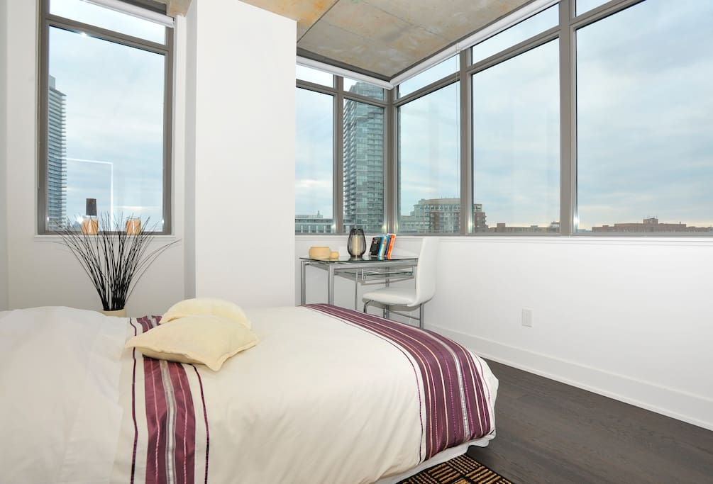 Your cozy oasis in the middle of the city with sunrise and sunset views