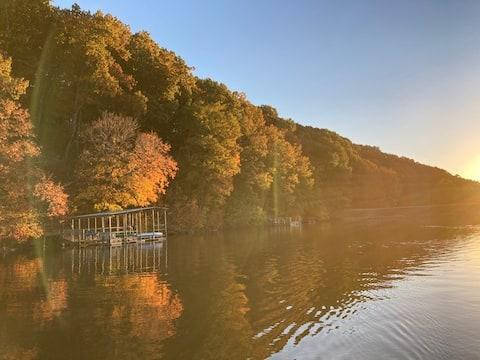 Lake Ann Guest House: Trail head and Lake Access