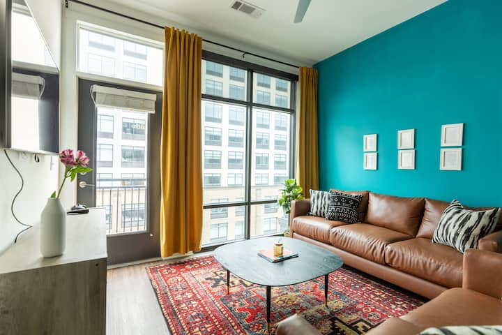 Lavish Living Downtown/Sleeps 4/Steps to Broadway!