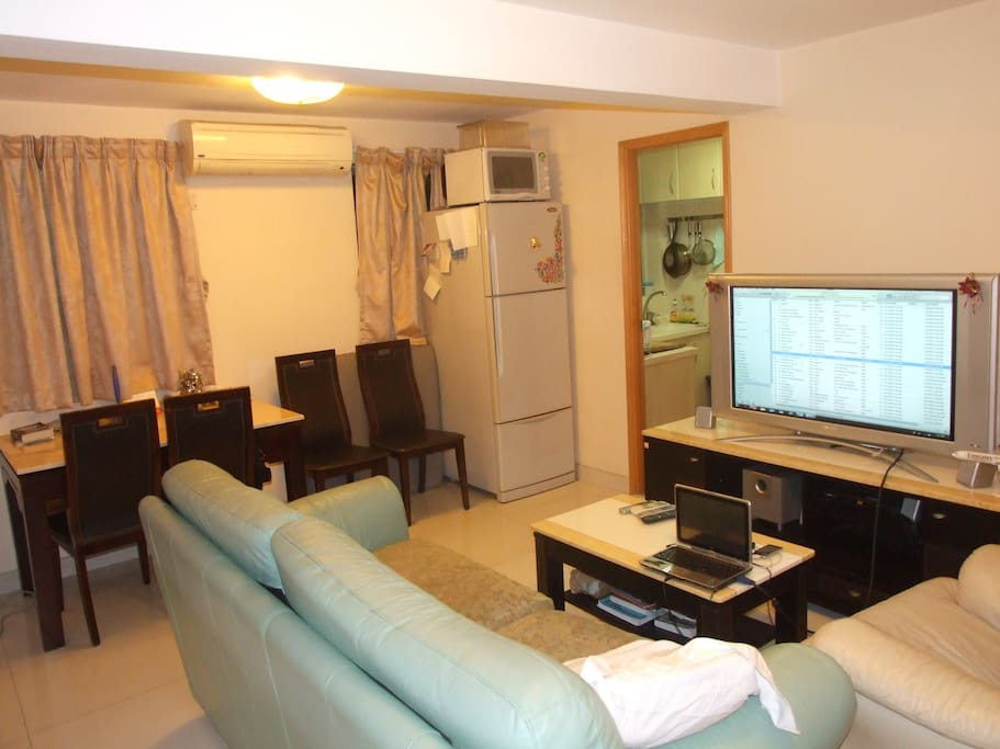 1 room available in 2 bedroom flat appartements louer hong kong hong kong - Farbiges modernes appartement hong kong ...