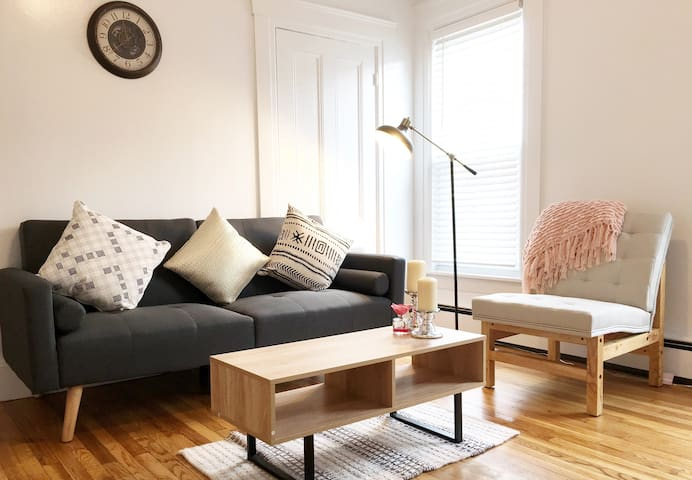 Charming & Cozy Apartment, Central to everything