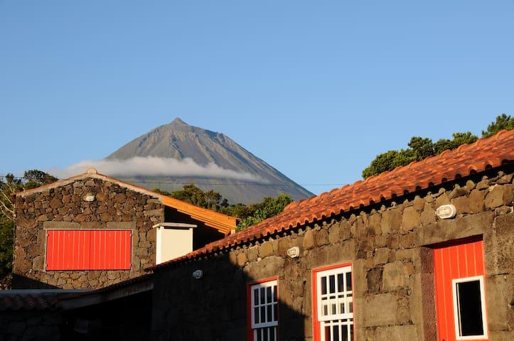 Pico Island- Sun Gates Rural House  - Santo Antonio - Hus