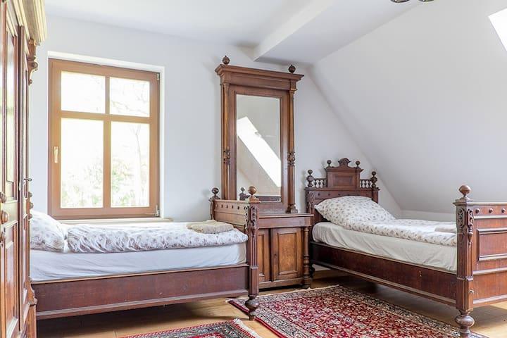 Dwór Gogolewo-pokój trzyosobowy