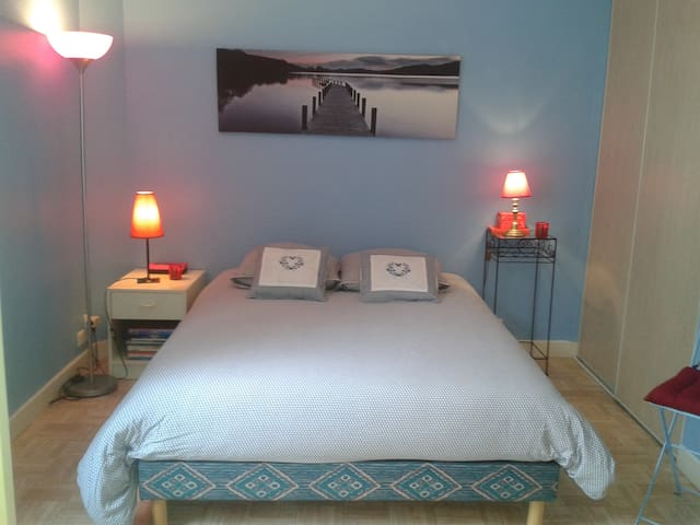 Bedroom, only five minutes' walk from Croisette.