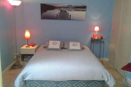 Bedroom, only five minutes' walk from Croisette. - Bed & Breakfast