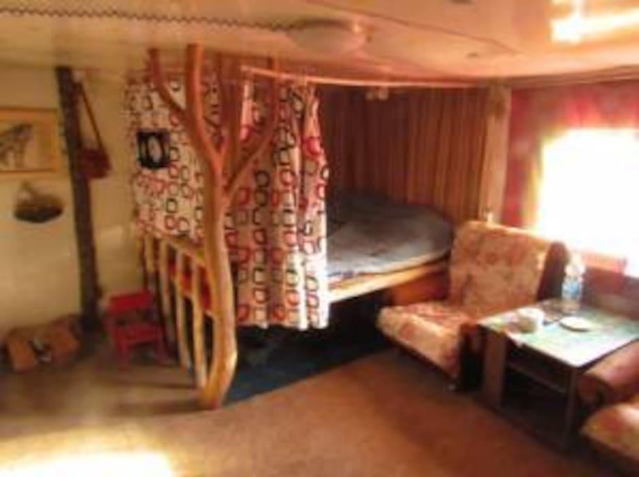 Одна из двух комнат в доме