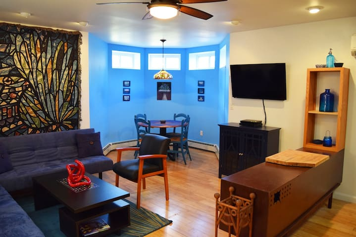 Artist's 2 Bedroom Hideaway near NYC & Hospitals - Englewood - Huis