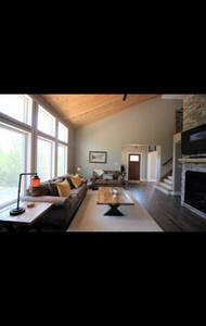 CHARLIE'S RETREAT- Luxury 4 bedroom Chalet
