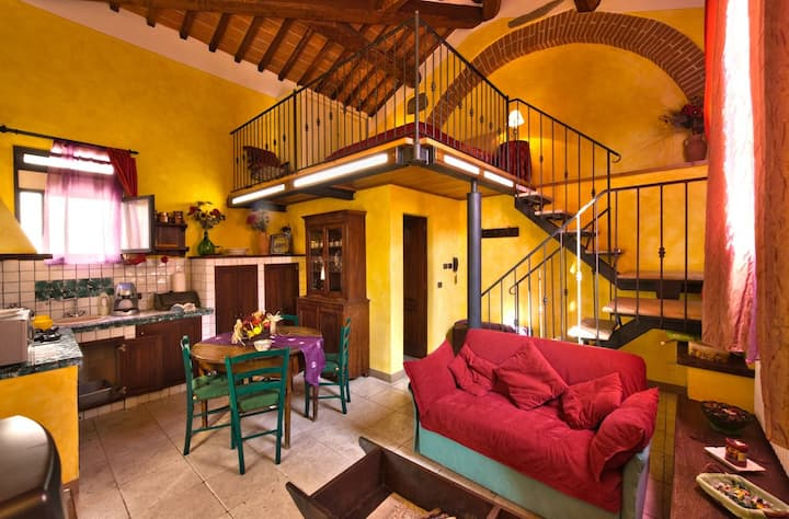 Romantic private apartment in villa with pool