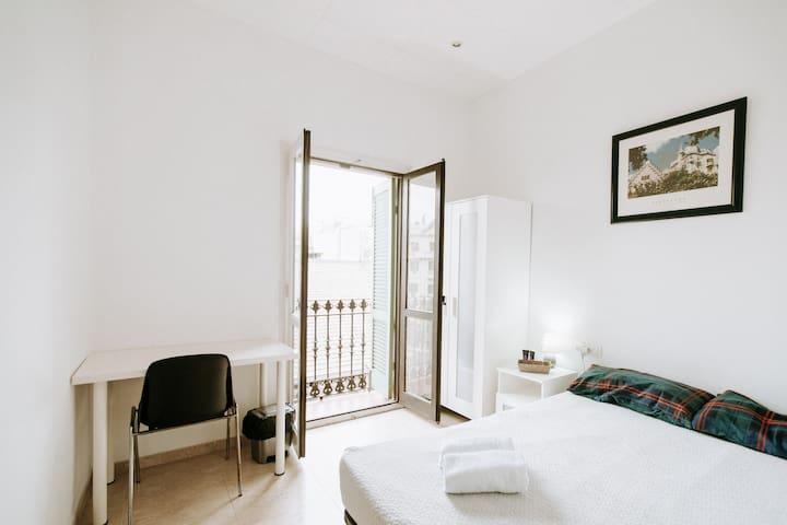 Room with perfect location near Passeig de Gracia