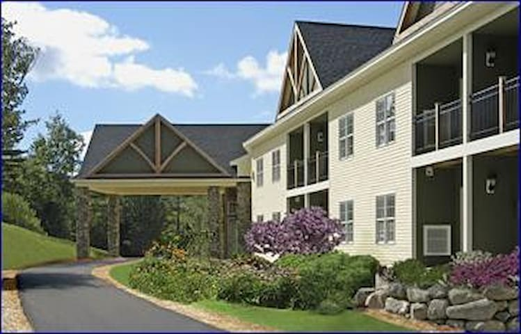 Luxury Resort at Mount Sunapee-Den - Newbury - Apartmen