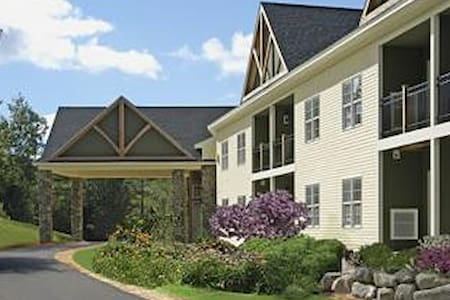 Luxury Resort at Mount Sunapee-Den - Newbury