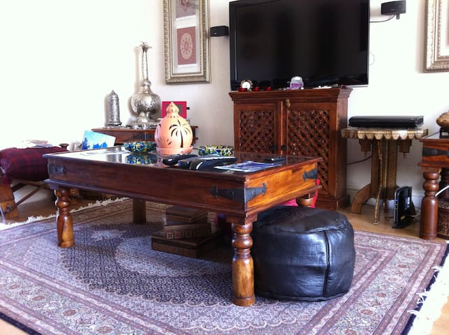 Oriental influences in the living room