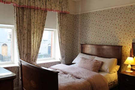 Ensuite double bedroom in Waterford - Hus