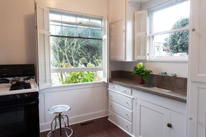 One Bedroom Apartment in Downtown Half Moon Bay