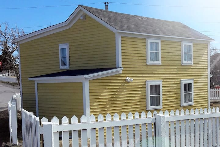 Riverstyx Cottage, traditional Newfoundland charm