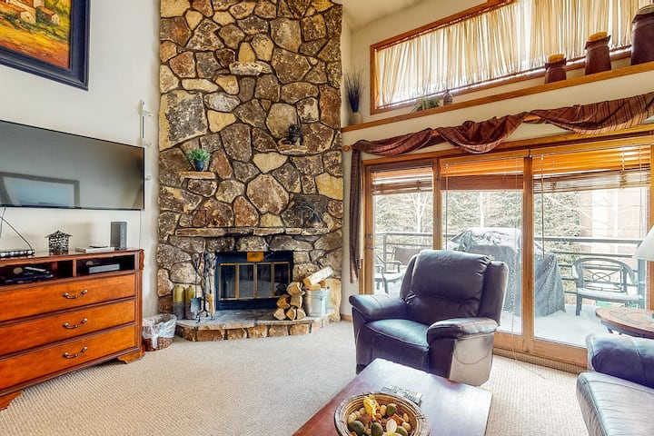 Ski-in/ski-out condo w/ gas grill, shared pool, & hot tub - walk to the slopes!