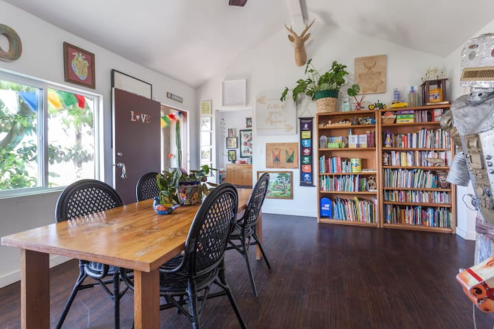 Bright Kid Friendly Home with View - Los Angeles - Casa