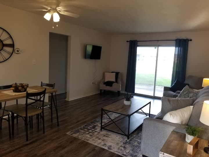 Newly Remodeled 2 bedroom/2 bath Condo!