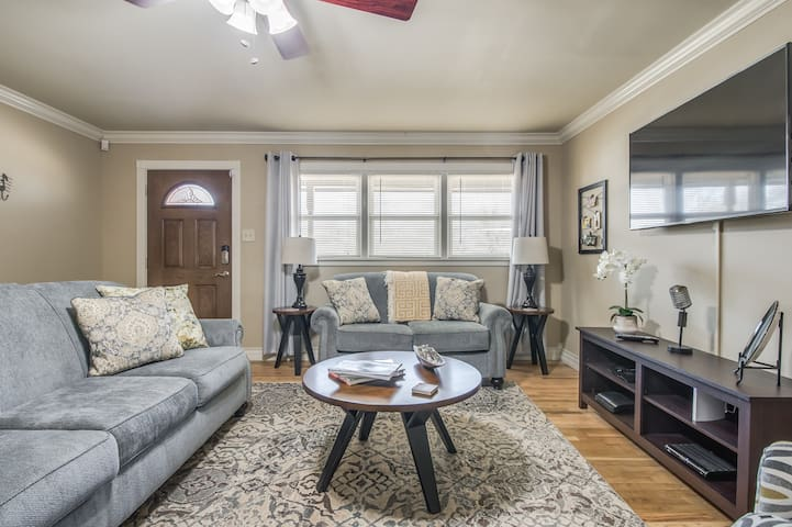 Holly House - Designed for Comfort & Convenience