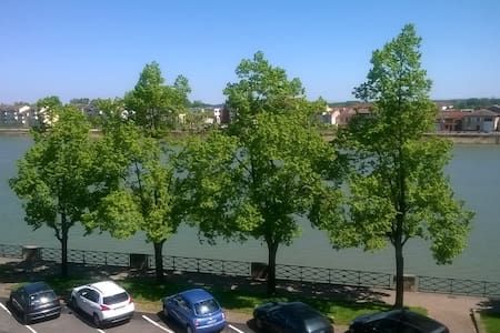 bord de Saône 1 mn  du centre 140m2 de 1 a 9 pers - Mâcon - Appartamento