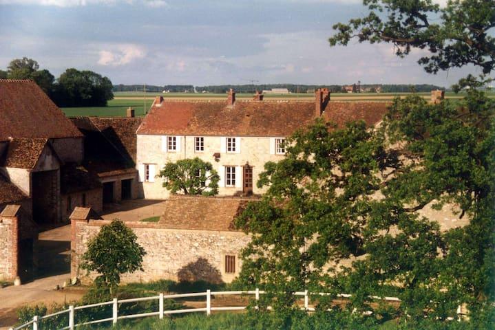 Gite dans ferme du XVIème siècle - Crisenoy - Rumah