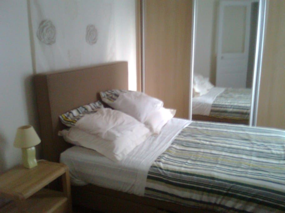 Bedroom: Bed for 2 with bedding accessories