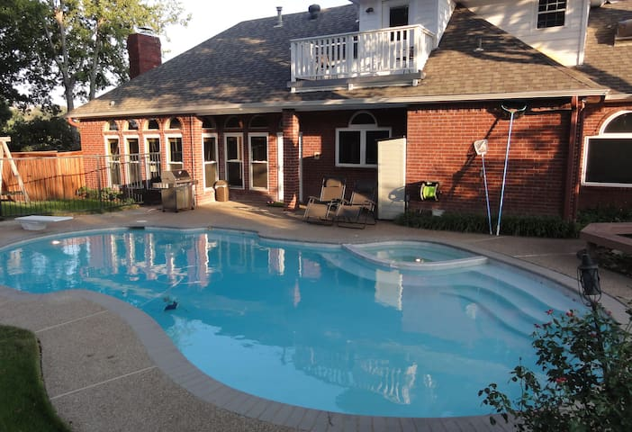 Spacious Pool Home Central to Dallas & Ft Worth!!