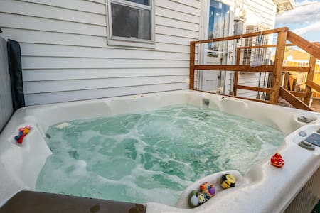 *Hot Tub & Wood Burning Stove * The Robinson House