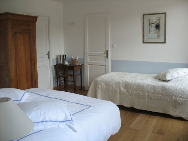AQUA-Double room-Comfort-Ensuite with Bath-Landmark view