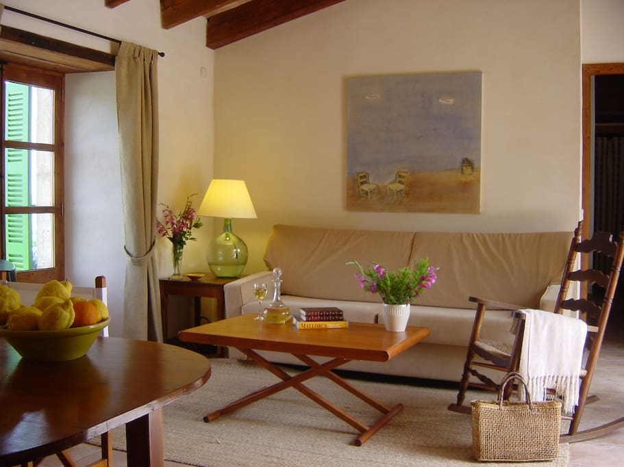 SITTING ROOM OF THE APARTMENT