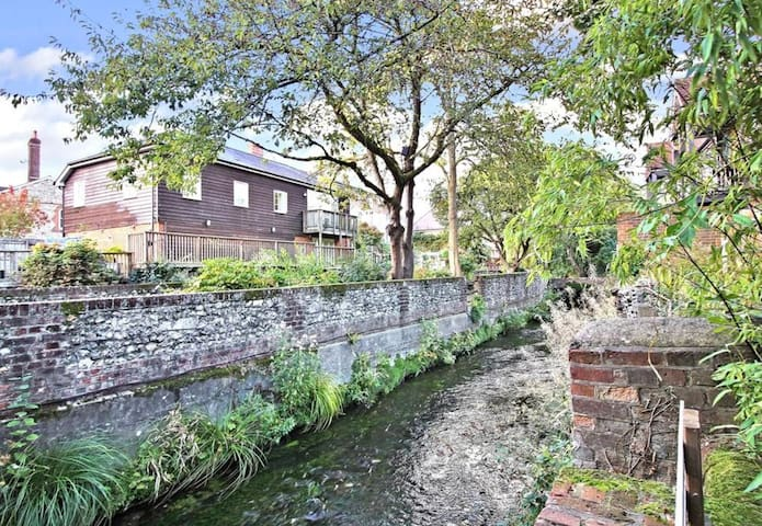 Style & charm, romantic riverside gem with parking
