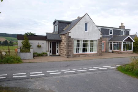 Lochton House is a family run B&B. - Bed & Breakfast