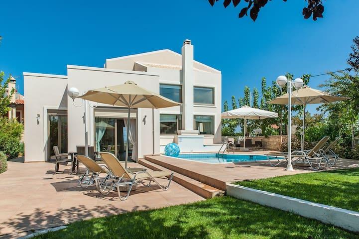 Family holiday villa Marigo in the countryside - Skouloufia - Casa de campo
