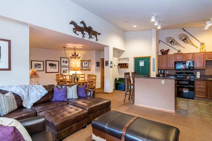 TONS Of Room   3Bd Townhome   Ski In/Ski Out   Base Area Bliss!