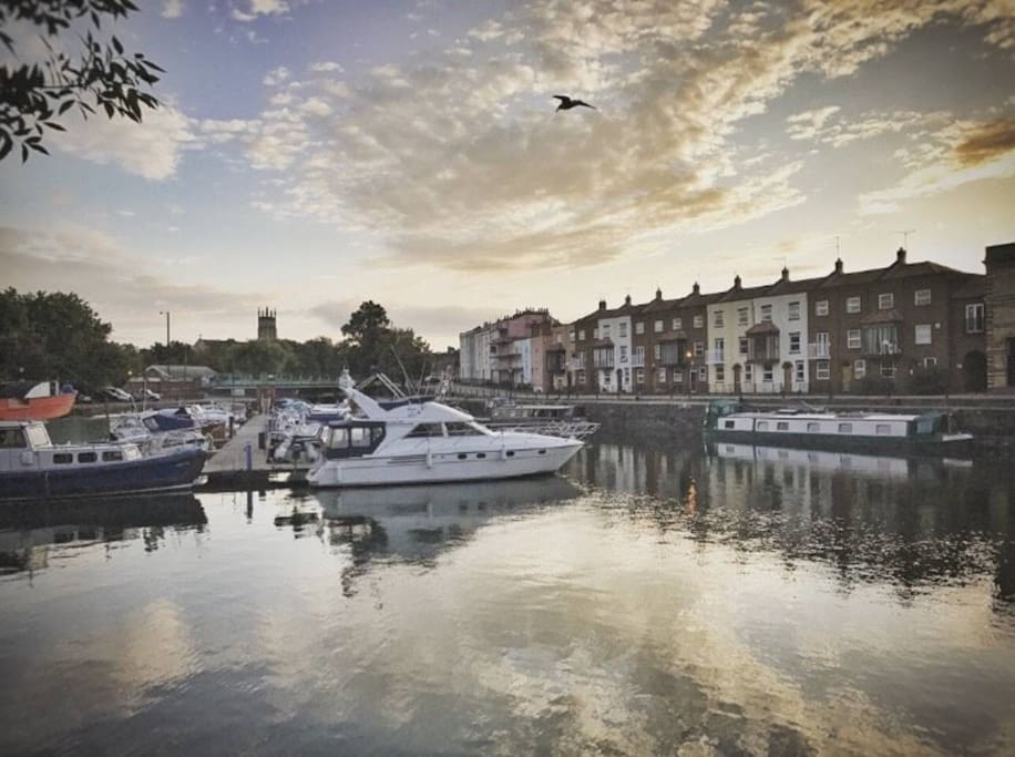 A beautiful waterside setting. Our home overlooks Bristol's buzzing harbourside - just a few minutes' walk from major attractions such as Arnolfini, M Shed, Thekla, Wapping Wharf, Spike Island, Cargo2 and more.