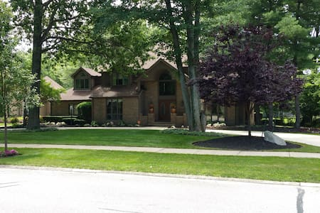 Beautiful home in Cleveland area! - Уэстлейк - Дом