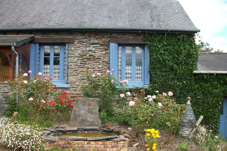 Cottage, Brittany Lake, sleeps 6 - Caurel