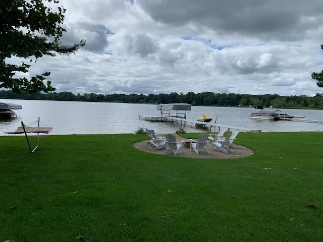 Lakefront vacation home in Lawrence, Michigan