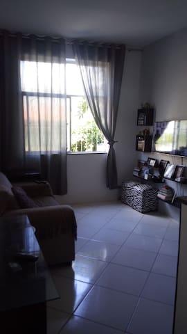 Quarto sala na Barra Próximo às praias e shopping