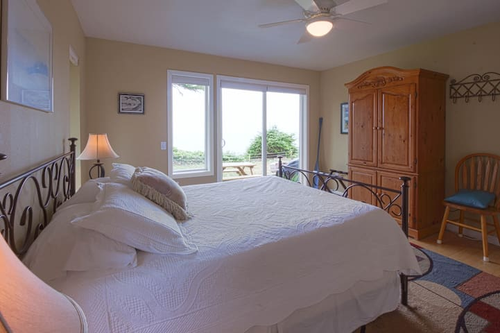 Enjoy waking up to the sound of the surf and the beautiful ocean views outside the window.
