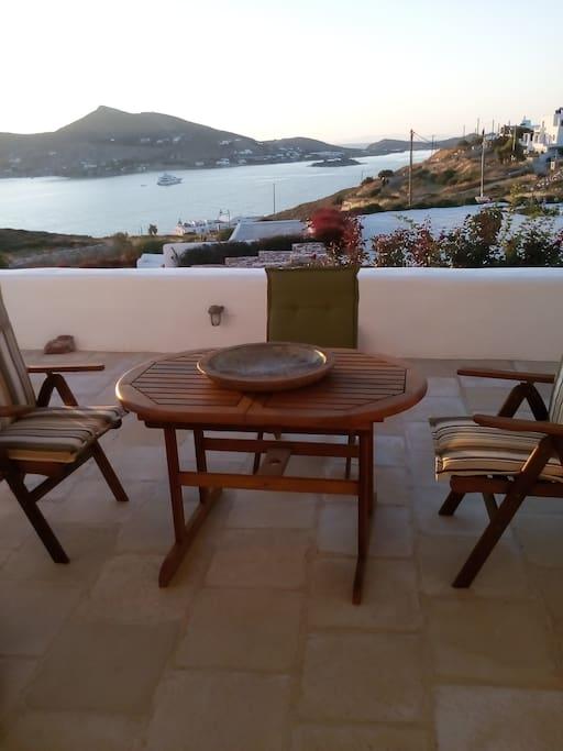 Η βεράντα με θέα την θάλασσα - The terrace overlooking the sea
